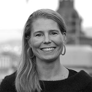 Portrettfoto i sort-hvitt av Camilla Halleraker, byråleder Zenith Norge