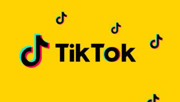 TikTok logo på gul bakgrunn - hva du bør vite om annonsering